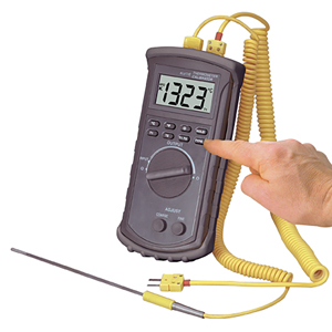 Digital Handheld Temperature Calibrator | CL3512A
